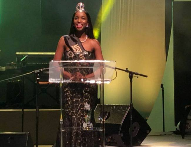 Photo of Miss Africa BW Presented An Award at the BVSM Awards, SA.