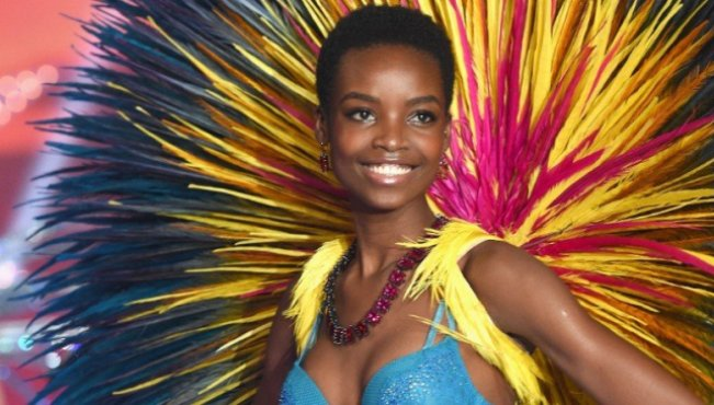 Photo of Angolan Model Makes Hair History At The Victoria Secret Runway!