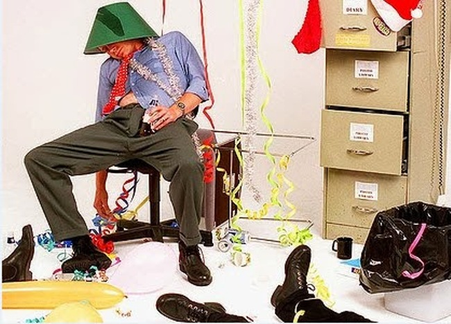 Photo of 10 Things Not To Do At The End Of Year Office Party.