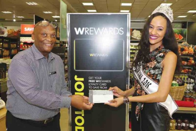 Photo of Woolworth's Presents Miss Botswana With A P3,500 Clothing Voucher.