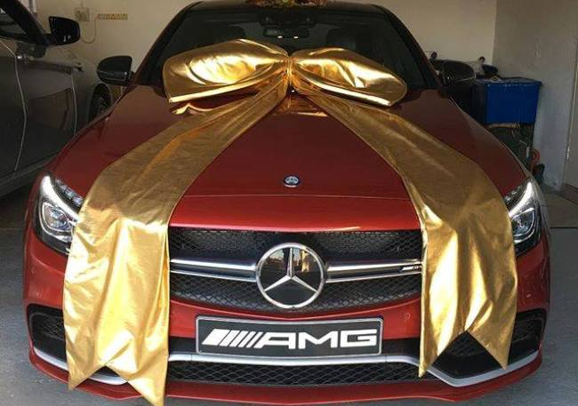 Shona surprises his wife connie with a new mercedes benz for Mercedes benz gifts