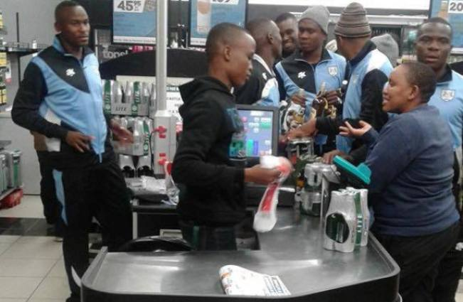 Photo of Social Media Reacts To Picture Of Zebras Players Buying Alcohol