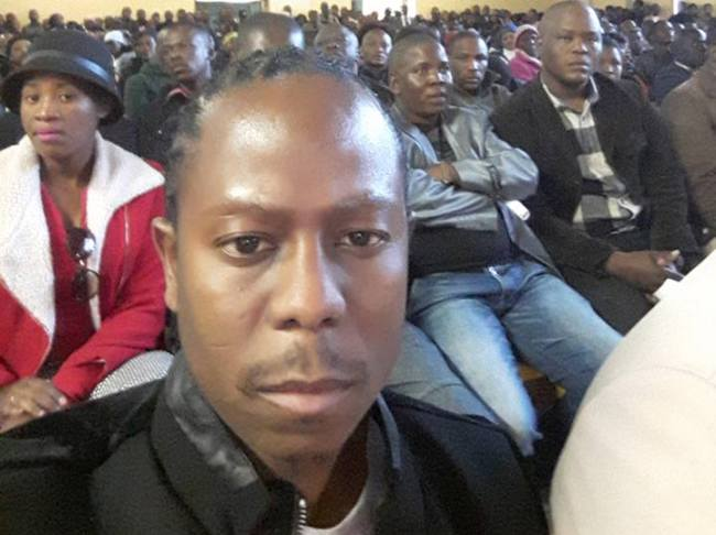Photo of Setlhomo Raymond Shades Vee For Taking Selfies At A Memorial Service