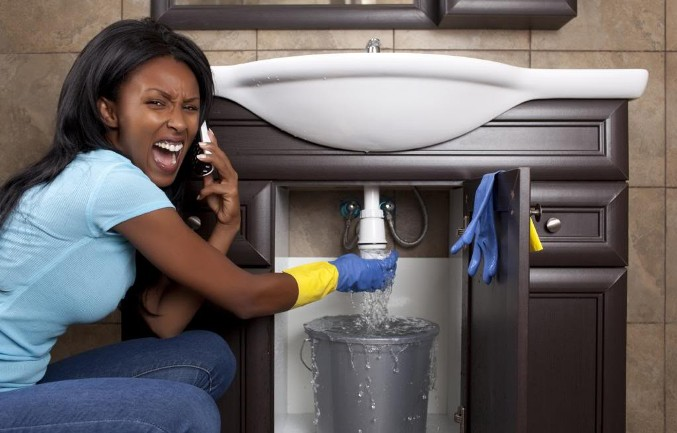 Woman-trying-to-be-a-plumber-1024x655
