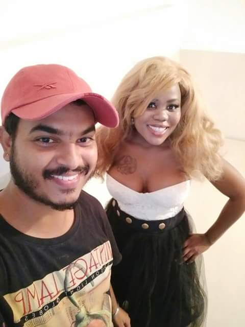 Photo of Pics! Berry Heart Out In India For Her New Single With Indian Artist Ekam Maanuke