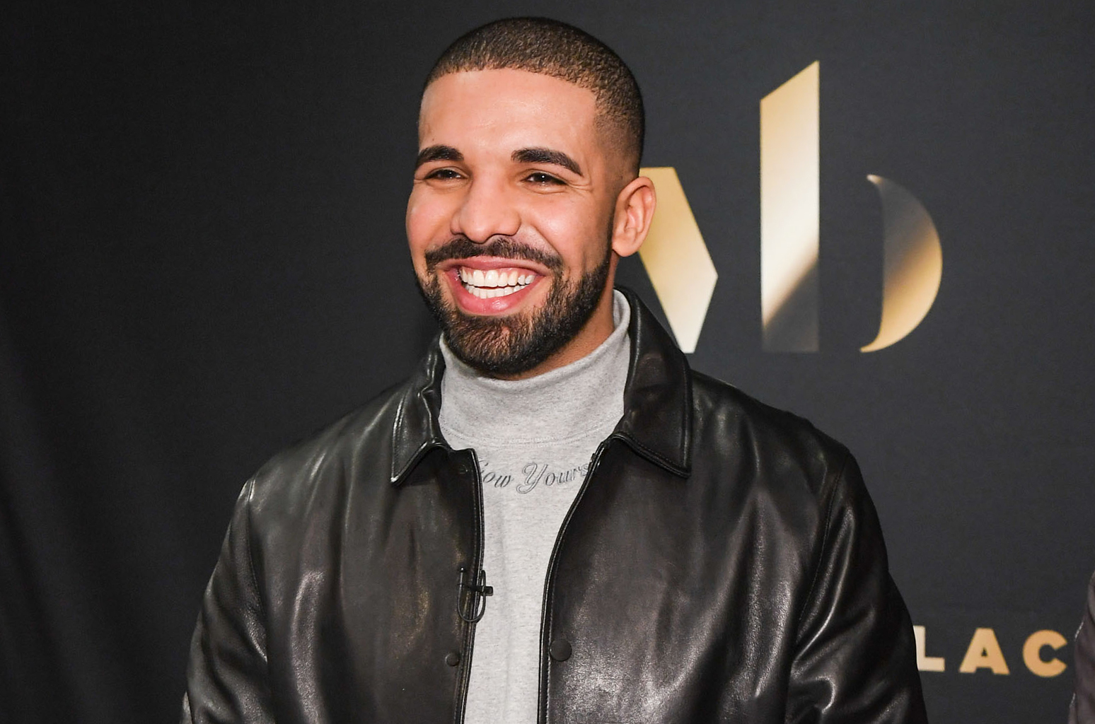 Photo of Drake Vows to Help Hurricane Harvey Victims