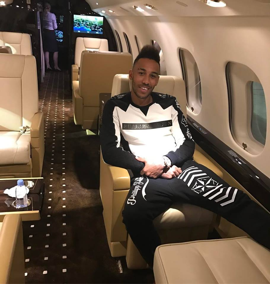 Photo of Pierre-Emerick Aubameyang Arrives At Arsenal For Talks